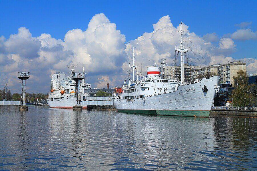 витязь на набережной музея мирового океана в калининграде